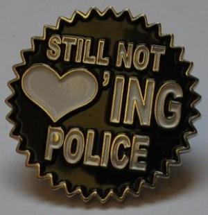 Anstecker / Pin: Still not loving police