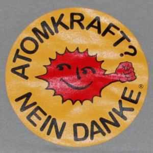 taillierter Kapuzen-Pullover: Atomkraft? Nein Danke - mit Faust