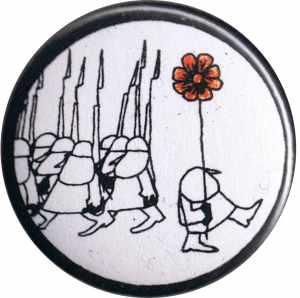 50mm Button: Blume gegen Gewehre