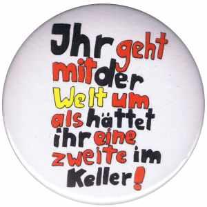 25mm Button: Ihr geht mit der Welt um als hättet ihr eine zweite im Keller!