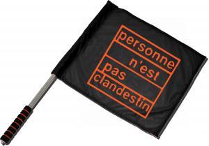 Fahne / Flagge (ca. 40x35cm): personne n´est pas clandestin (orange)