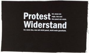 Aufnäher: Protest ist, wenn ich sage, das und das passt mir nicht. Widerstand ist, wenn das, was mir nicht passt, nicht mehr geschieht.