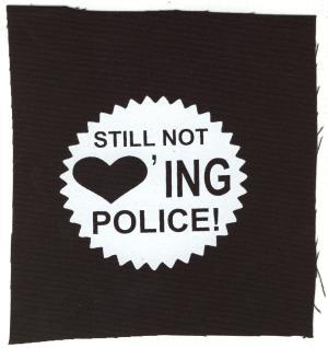 Aufnäher: Still not loving police!