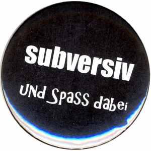 25mm Button: subversiv und Spass dabei
