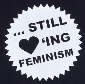 Detailansicht tailliertes Tanktop: ... still loving feminism