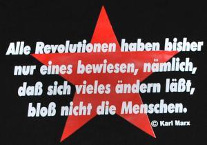 Detailansicht T-Shirt: Alle Revolutionen haben bisher nur eines beweisen, nämlich, daß sich vieles ändern läßt, bloß nicht die Menschen.