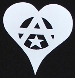 Detailansicht T-Shirt: Anarchie Herz
