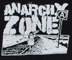 Detailansicht Kapuzen-Pullover: Anarchy Zone