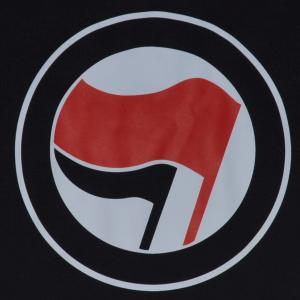 Detailansicht Trägershirt: Antifa Logo (rot/schwarz, ohne Schrift)