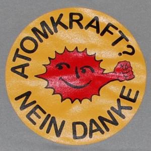 Detailansicht Kapuzen-Pullover: Atomkraft? Nein Danke - mit Faust