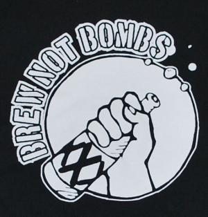Detailansicht Kapuzen-Jacke: Brew not Bombs