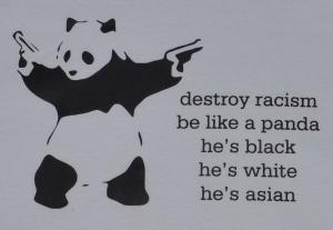 Detailansicht tailliertes Tanktop: destroy racism - be like a panda