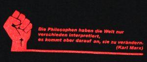 Detailansicht T-Shirt: Die Philosophen haben die Welt nur verschieden interpretiert.
