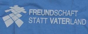 Detailansicht tailliertes T-Shirt: Freundschaft statt Vaterland