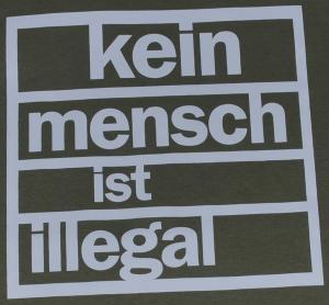 Detailansicht T-Shirt: Kein Mensch ist Illegal (weiß/olivgrün)