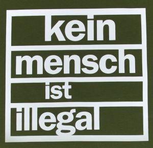 Detailansicht Fairtrade T-Shirt: Kein Mensch ist Illegal (weiß/olivgrün)