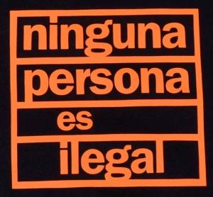 Detailansicht Kapuzen-Pullover: ninguna persona es ilegal