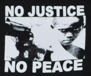 Detailansicht Kapuzen-Pullover: No Justice - No Peace
