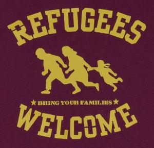 Detailansicht T-Shirt: Refugees welcome (burgund, gelber Druck)