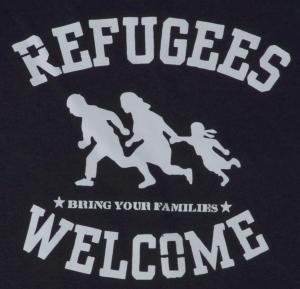 Detailansicht Girlie-Shirt: Refugees welcome (schwarz/grauer Druck)