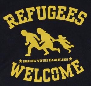 Detailansicht Kapuzen-Pullover: Refugees welcome