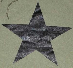 Detailansicht Kapuzen-Pullover: Schwarzer Stern
