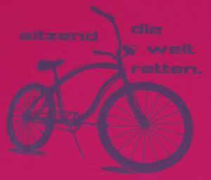 Detailansicht Girlie-Shirt: sitzend die Welt retten