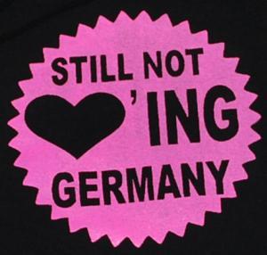 Detailansicht Kapuzen-Pullover: Still Not Loving Germany