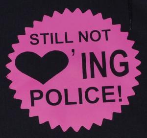 Detailansicht Kapuzen-Pullover: Still not loving Police