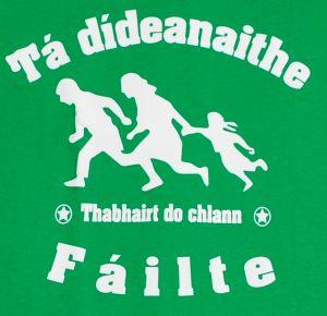 Detailansicht T-Shirt: Tá dídeaenaithe Fáilte - Thabhairt do chlann