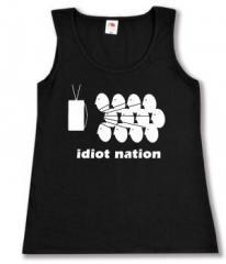"""Zum tailliertes Tanktop """"Idiot Nation"""" für 12,00 € gehen."""
