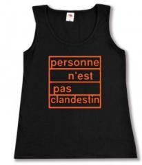 """Zum tailliertes Tanktop """"personne n´est pas clandestin (orange)"""" für 12,00 € gehen."""