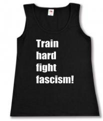 """Zum tailliertes Tanktop """"Train hard fight fascism !"""" für 11,70 € gehen."""
