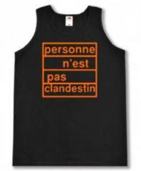 """Zum Tanktop """"personne n´est pas clandestin (orange)"""" für 12,00 € gehen."""