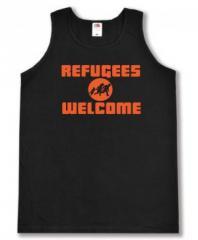 """Zum Tanktop """"Refugees welcome (Quer)"""" für 11,70 € gehen."""