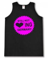 """Zum Tanktop """"Still Not Loving Germany"""" für 12,00 € gehen."""