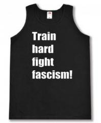 """Zum Tanktop """"Train hard fight fascism !"""" für 11,70 € gehen."""
