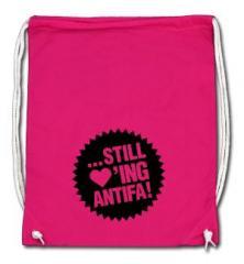 """Zum Sportbeutel """"... still loving antifa! (schwarz/pink)"""" für 8,00 € gehen."""
