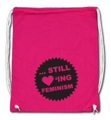 """Zum Sportbeutel """"... still loving feminism (schwarz/pink)"""" für 8,00 € gehen."""