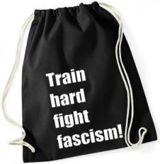 """Zum Sportbeutel """"Train hard fight fascism !"""" für 8,00 € gehen."""