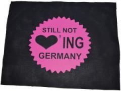 """Zum Rückenaufnäher """"Still not loving Germany"""" für 3,00 € gehen."""