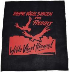 """Zum Rückenaufnäher """"Zahme Vögel singen von Freiheit. Wilde Vögel fliegen! (rot)"""" für 2,92 € gehen."""
