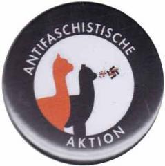 """Zum 37mm Magnet-Button """"Antifaschistische Aktion (Alpakas)"""" für 2,50 € gehen."""