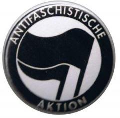 """Zum 37mm Magnet-Button """"Antifaschistische Aktion (schwarz/schwarz)"""" für 2,50 € gehen."""