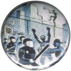 """Zum 37mm Magnet-Button """"Erik Drooker: Direct Action"""" für 2,50 € gehen."""