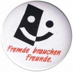 """Zum 37mm Magnet-Button """"Fremde brauchen Freunde"""" für 2,50 € gehen."""