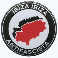 """Zum 37mm Magnet-Button """"Ibiza Ibiza Antifascista"""" für 2,44 € gehen."""