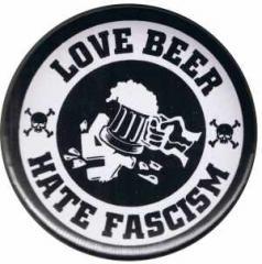 """Zum 37mm Magnet-Button """"Love Beer Hate Fascism"""" für 2,50 € gehen."""