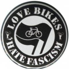 """Zum 37mm Magnet-Button """"Love Bikes Hate Fascism"""" für 2,44 € gehen."""