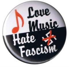"""Zum 37mm Magnet-Button """"Love music - Hate fascism"""" für 2,44 € gehen."""